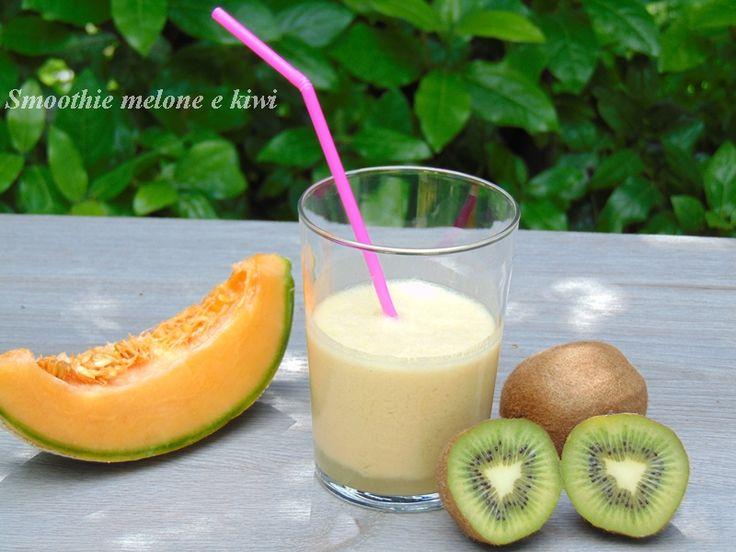 Smoothie melone e kiwi è una bevanda a base di frutta con l'aggiunta di latte e yogurt perfetta per una colazione o una sana merenda.