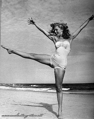 Este 1 de junio, Marilyn hubiese cumplido 90 años. Por eso, hoy en iMujer quisimos recordarla.Pero, no desde su clásico estereotipo de sex symbol, pues esta bella mujer fue mucho más que eso. Así que prepárate para descubrir el lado más apasionante (y olvidado) de esta gran estrella.#1 Era una poetaNorma Jean -es