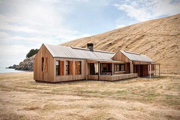 Beautiful Beachfront Scrubby Bay Farmhouse in New Zealand (10 pictures)