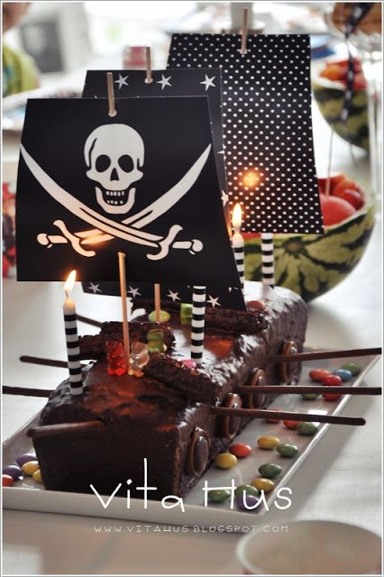 Loaf cake pirate boat - cake recipe::http://www.chefkoch.de/rezepte/818891186393975/Chocolate-Death.html
