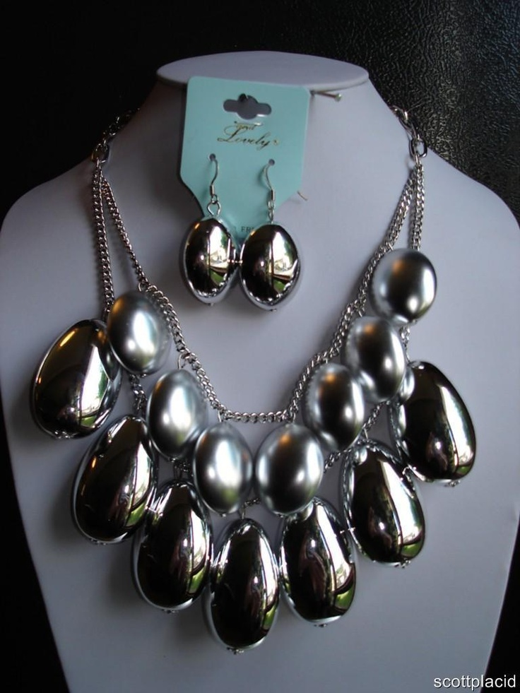 """CHUNKY ELEGANT MODERN SILVER TONE METAL BIB NECKLACE SET    * If you need a necklace extender I have them for sale in my store.*      NECKLACE: 18"""" L + 2 7/8"""" EXT          HOOK EARRINGS: 1 7/8"""" LONG              CHARM: 1 3/4"""" LONG                  COLOR: SILVER TONE  $24.99"""