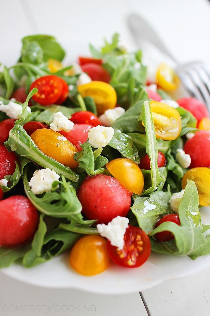 Watermelon & Feta Arugula Salad with Honey-Lemon Vinaigrette – This summery, crisp watermelon-arugula salad with a citrus vinaigrette is super healthy! | thecomfortofcooking.com