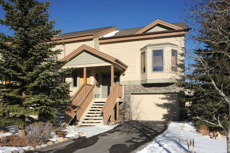 Frisco Vacation Rental | Beautiful And Spacious Townhome, Shuttles to Ski, on Lake Dillon Path in Quiet Area, Walk To Trails | Condo Rental on iTrip.net #frisco #ski #home #itripvacations