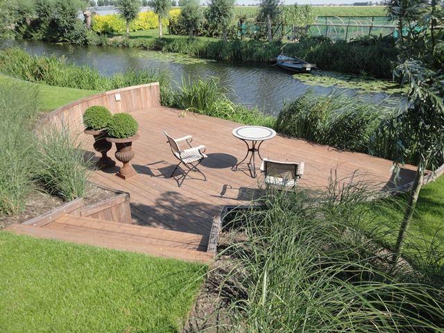 Mooie plek aan het water. Project uitgevoerd door R.A. Vollebregt Bestrating - Piershil.