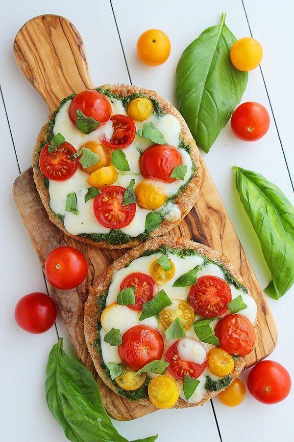 mini whole wheat pesto caprese pizzas
