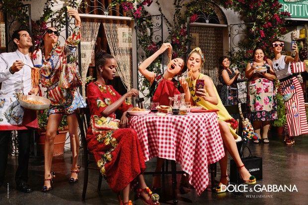 """Para sua campanha de Verão 2016 a Dolce & Gabbana trouxe a brasileira Luma Grothe ao lado de outras tops em um cenário bem italiano em meioa mesas de massas, restaurantes típicos, bancas de frutas, cafés, família e até mesmo freiras. Com direito a muitas selfies e com o tema """"Italia is Love"""", em português """"Itália é Amor"""", as fotos tem inspiração que vem desde a história do país, comidas e até mesmo turistas asiáticosque estão invadindo o país e esquentando as compras do setor. Quem ass..."""