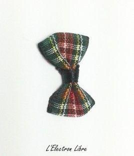 Noeud tissu écossais vert  : Tissus pour Loisirs créatifs par l-electron-libre sur ALittleMercerie