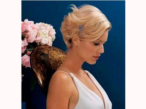 Noivas de cabelo curto devem dar preferência por acessórios menores e mais delicados