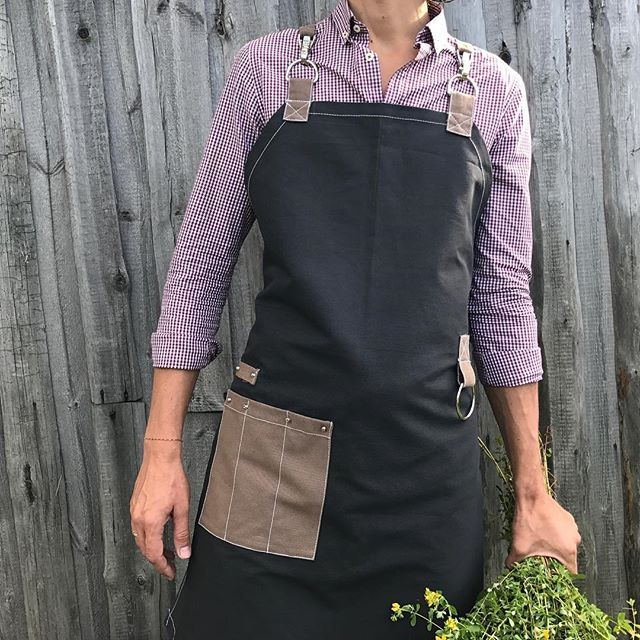 https://www.instagram.com/juliagrad.workshop/ #apron #aprondesign #staffapron #florist #groomer #barman #barista #branding