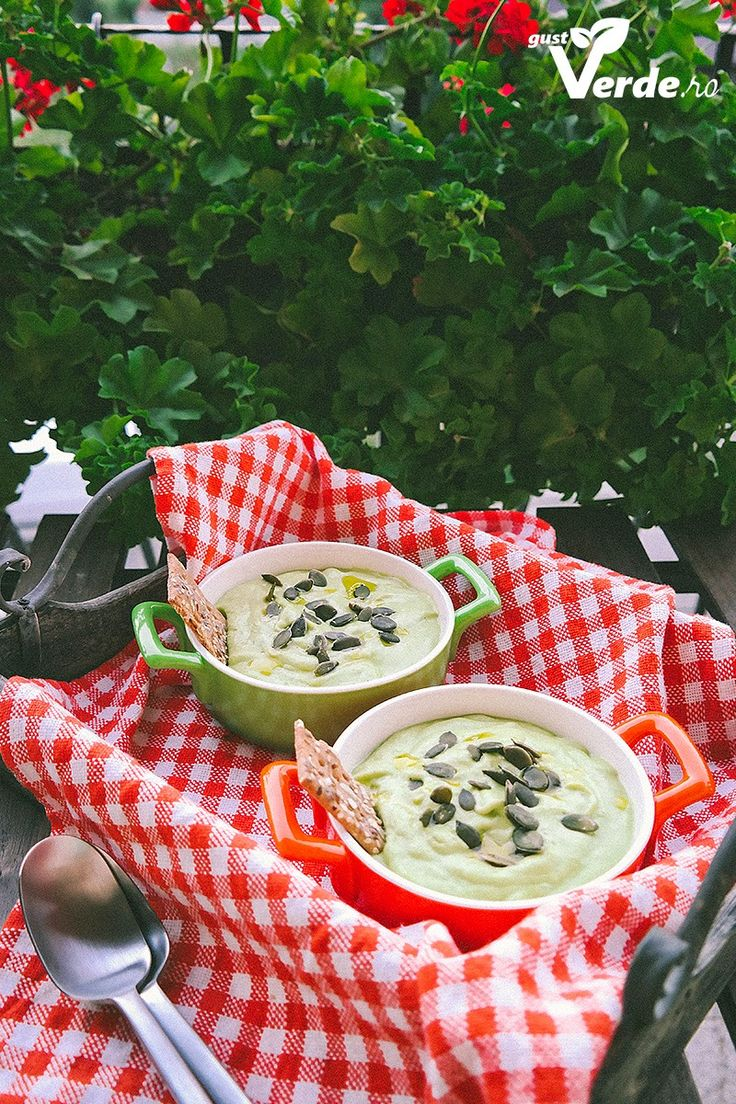 Gust Verde: RAW VEGAN: Supa crema de avocado si castravete
