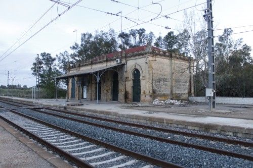 Moody abandoned train station, an astounding location for a shooting in Huelva, Spain. Here are the full details:  http://www.litmind.com/locations/318