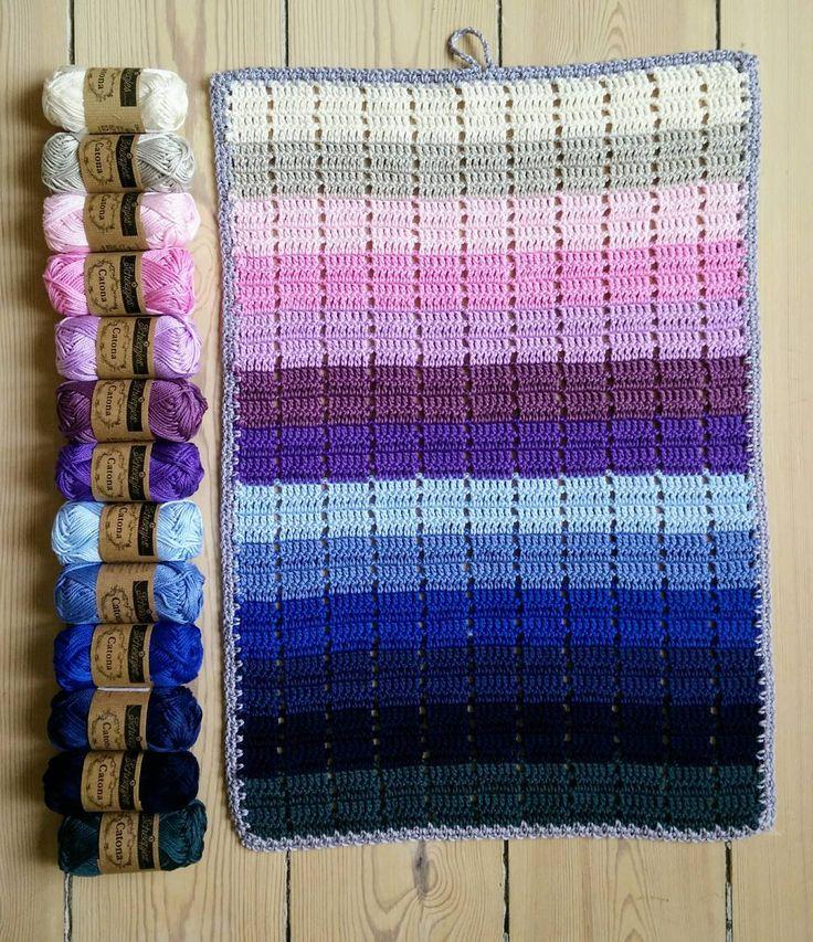 """Helle Villadsen on Instagram: """"Farvesymfoni i et gæstehåndklæde af Catonas små søde 25 g. nøgler 💕 @elmelydesign #hækling #hækle #hekle #virka #håndklæde #crochet…"""""""
