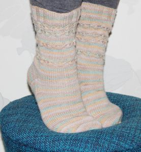 Daisy chains socks by pipo&mitten, pdf. pattern available