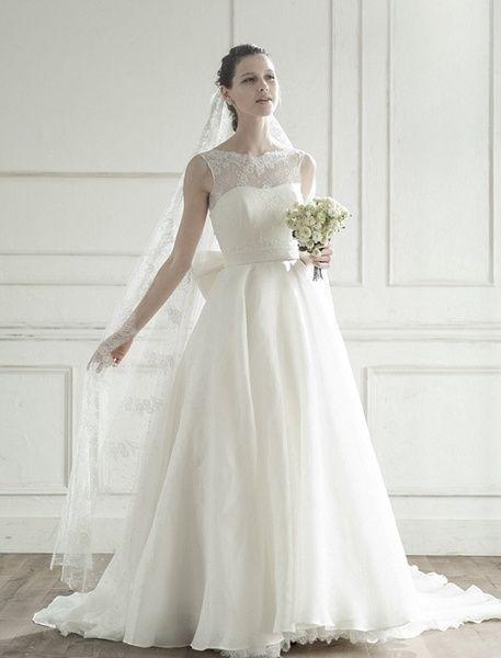グランマニエ(GRANMANIE) 銀座 【ブルー】ボートネックの正統派なデザインで大人可愛い花嫁を演出