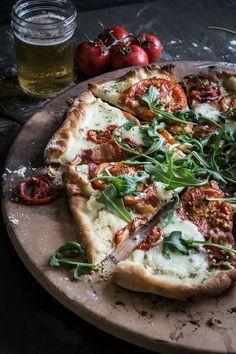 BLT Pizza | upcloseandtasty.com | pizza | blt | tomatoes