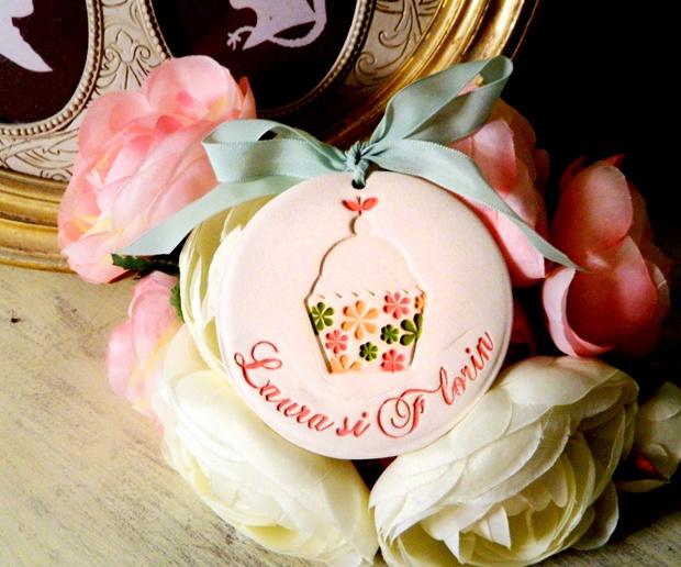 marturie Happy Cupcake de myweddingstory pe Breslo