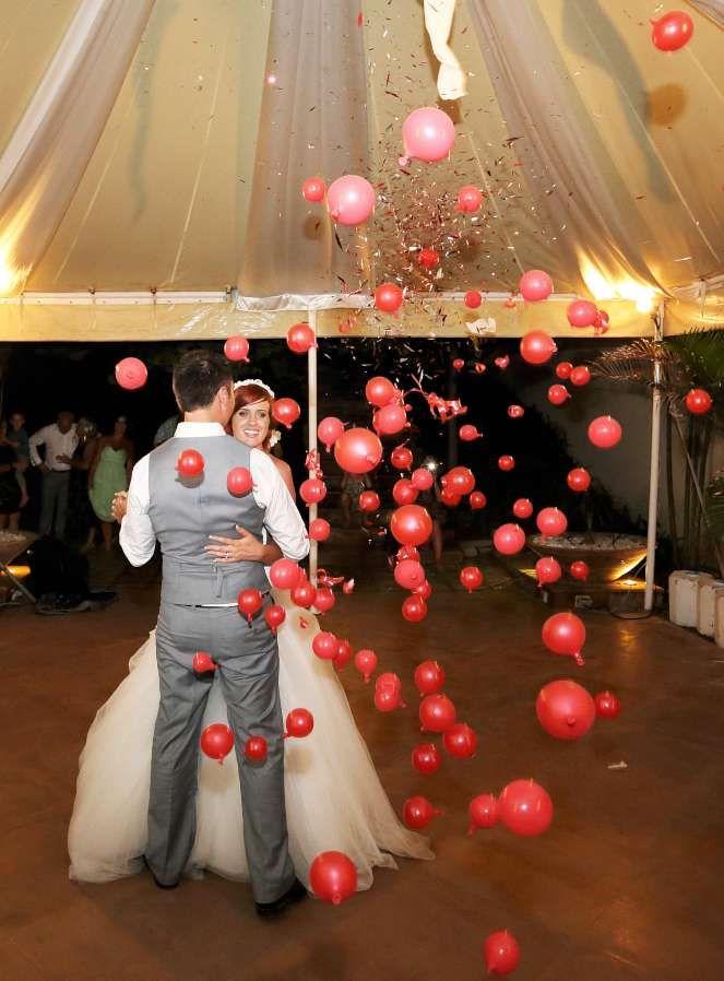 Give your first dance a bang with a balloon bomb #farawayweddings #weddingsinthailand #pawanthornluxuryvillas