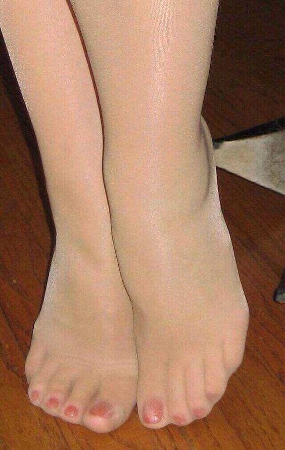 Sexy Pantyhosed Feet 7