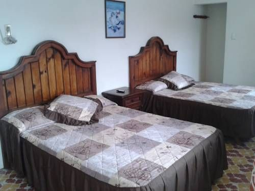 La Pingui Hotel Veracruz Just a 5-minute walk from Chachalacas Beach, La Pingui Hotel y mas offers charming gardens, an outdoor pool and rustic-style rooms with free Wi-Fi and air conditioning. Veracruz is 40 km away.