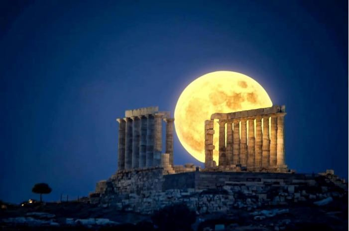 View of Ruins in Greece at Night: Mykonos Greece, Athens Greece, Moonssunset Stars, Moon, Super Moon, Beautiful Places, Amazing Capture, Full Moon, Moon Pictures