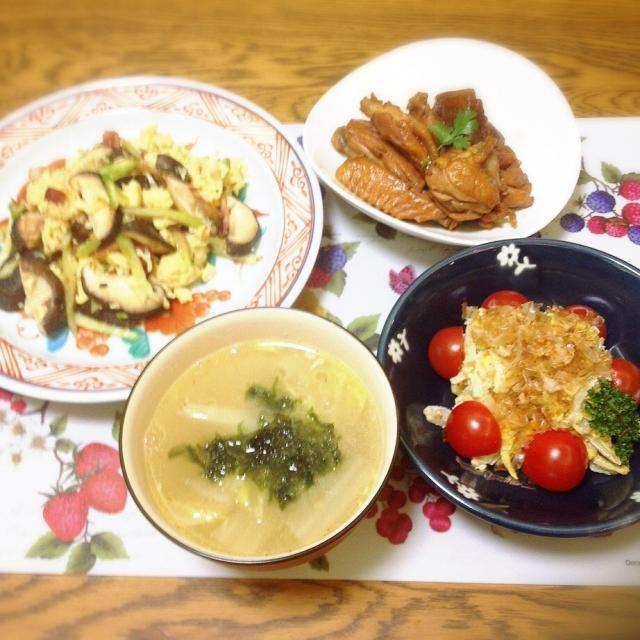 最近ジャンル選ぶのに、?って迷うこと多し…。 - 141件のもぐもぐ - 卵と椎茸の炒め物・鶏とこんにゃくの炒り煮・白菜サラダ・手羽先のスープ by madammay