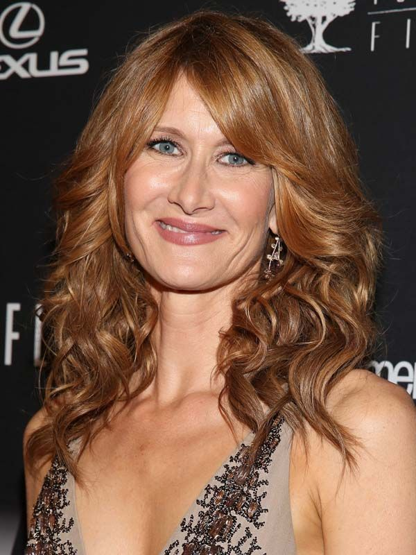 Laura Dern had a pre-Golden Globes spray tan by St. Tropez: http://beautyeditor.ca/2014/02/24/st-tropez-spray-tan-review/