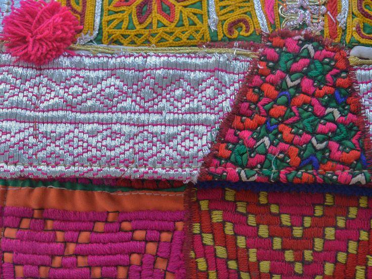 Weiteres - Afghani Clutch - Silber mit Bommel in Pink - ein Designerstück von GarnFaktur bei DaWanda
