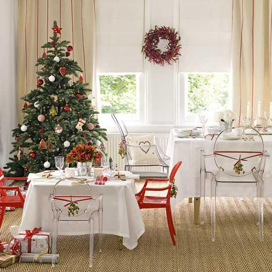 I love the chairs.: Dining Rooms, Kids Tables, Trees Crafts, Christmas Decor Ideas, Decoration, Interiors Design, White Christmas, Christmas Trees Decor, Ghosts Chairs