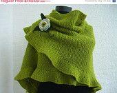 VENTE châle vert clair, femme Ruffled Scarf, tricotés à la main, accessoire d'hiver chaud, pour lui, fleur au Crochet, Wrap nuptiale, faveur de demoiselle d'honneur