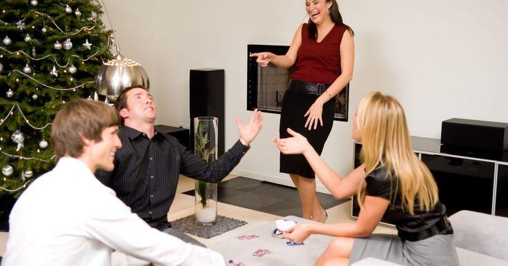 Ideas para jugar a Pictionary en grupo. Pictionary es un conocido juego de grupo en el que uno de los jugadores debe dibujar en silencio un objeto mientras sus compañeros de equipo intentan averiguar de qué se trata. Es muy similar al juego de las charadas y puede jugarse con grupos pequeños o grandes; no hay límite en el número de personas que pueden participar. Pero hay diversas ...