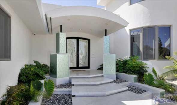 أفكار رائعة لجعل مداخل المنازل أكثر جاذبية Modern House Design Modern House Luxury House Designs