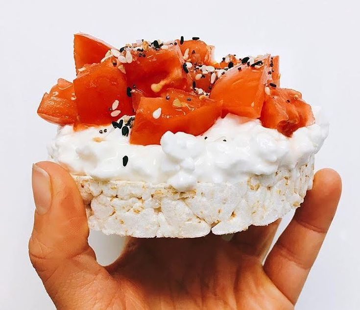 Cottage cheese and tomato rice cake rice cakes eating