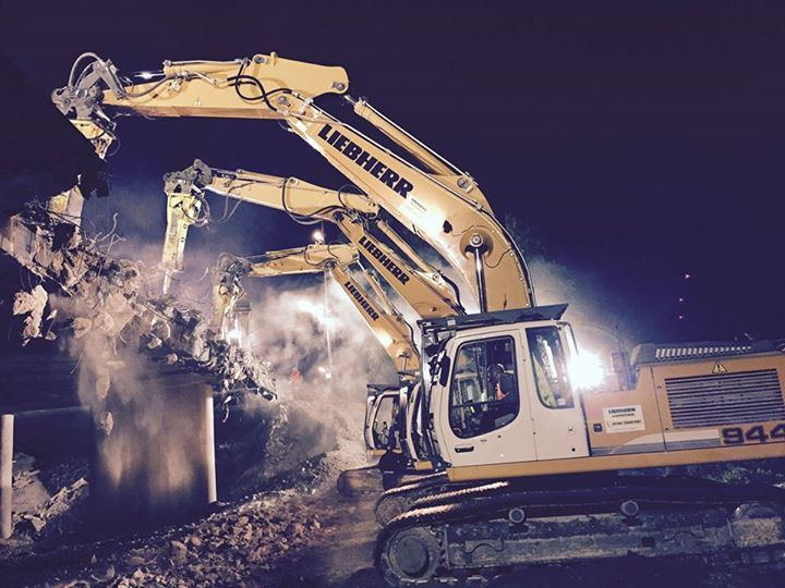 liebherr demolition of a highway bridge near munich germany r 944 crawler excavator. Black Bedroom Furniture Sets. Home Design Ideas
