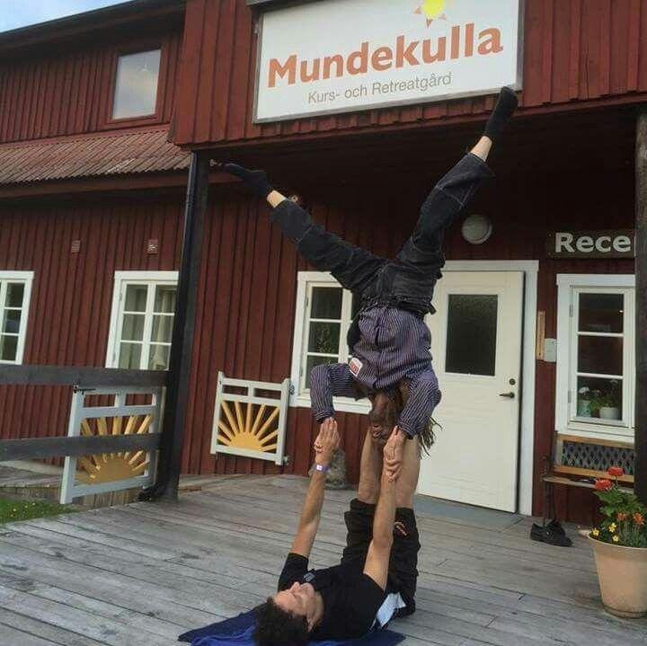 "It's never late to try something new 😊 Hivshu is on the festival ""Mundekulla"". Hivshu is trying to do yoga 😊 Никогда не поздно попробовать что-то новое 😊 Хившу на фестивале ""Мандекулла"". Хившу попробовал себя в занятии йогой 😊"