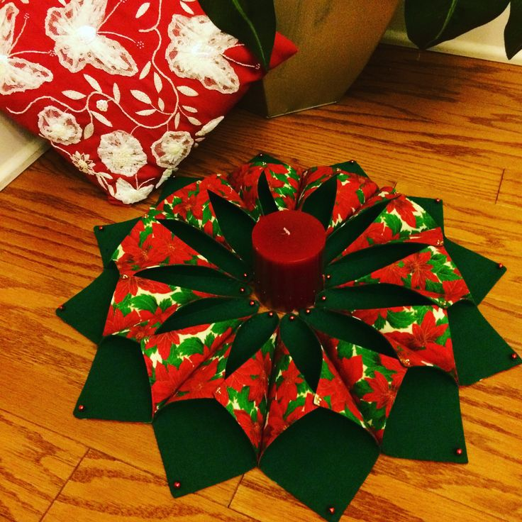 Fold and Stitch wreath in Christmas colors