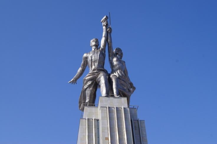 모스크바 북동쪽에 위치한 '베.데.엔.하(ВДНХ, 소련 국민경제달성 박람회)' 혹은 '베.베.쩨(ВВЦ)'로 불리우는 곳은 1939년 소비에트 공화국시절에 조성된 러시아 최대 박람회장이자 무역전시장이다.     베.데.엔.하를 이미지로 만나보자. http://russiainfo.co.kr/2401