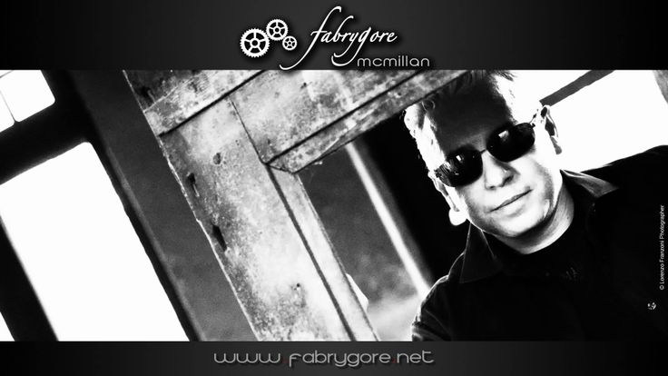 me. ph by Lorenzo Franzoni