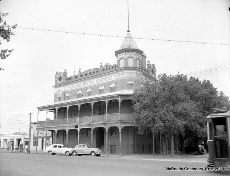 1955 VicRoads purchases the old YMCA building in Bendigo for its new office.