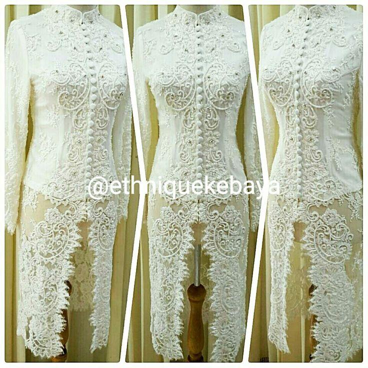 White kebaya for the beautiful bride.