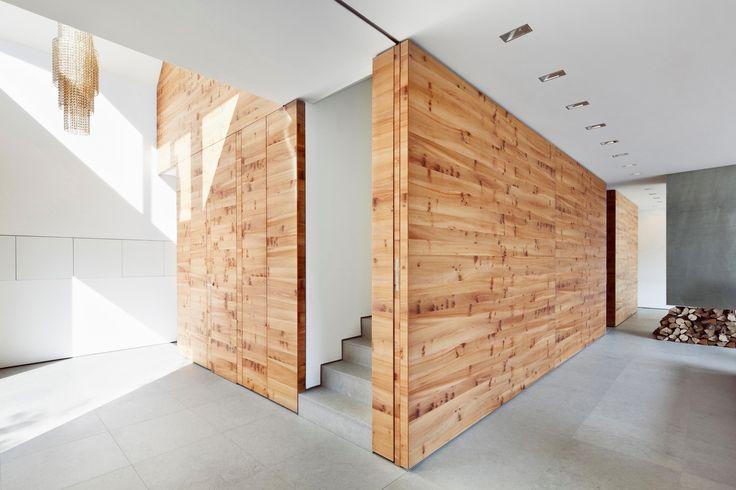 Проект House K от студии Architekten Wannenmacher + Möller GmbH представляет собой частный дом в Дюссельдорфе, Германия. Он был построен в центральном районе на берегу Рейна ещё в 1935–1936 годах в рамках поселения White Estate, состоящего из 95 кирпичных домов белого цвета и созданного национал-...