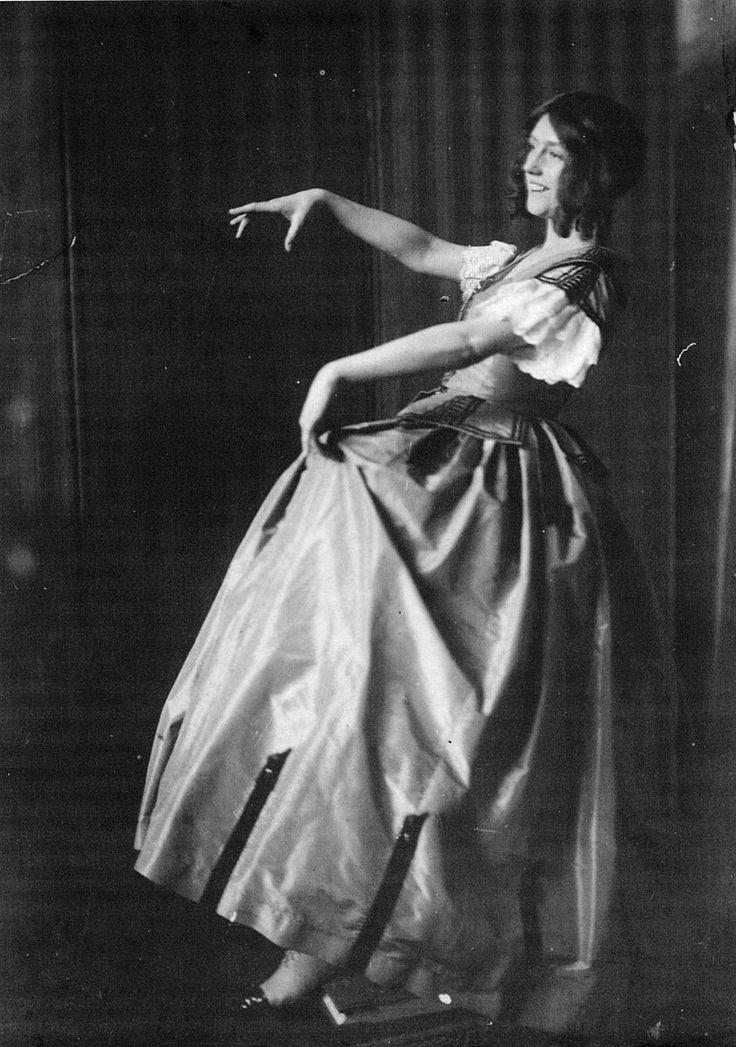 File:Schmutzer-Gertrude Barrison, 1906.jpg
