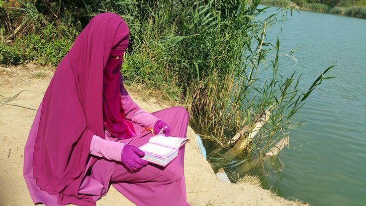 Islamische Kleidung - Ein Traum in Magenta - http://www.miskofjannah.de/blog/islamische-kleidung-ein-traum-in-magenta/