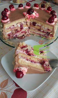 Esmeralda ze smakiem: Tort śmietanowy z czereśniami