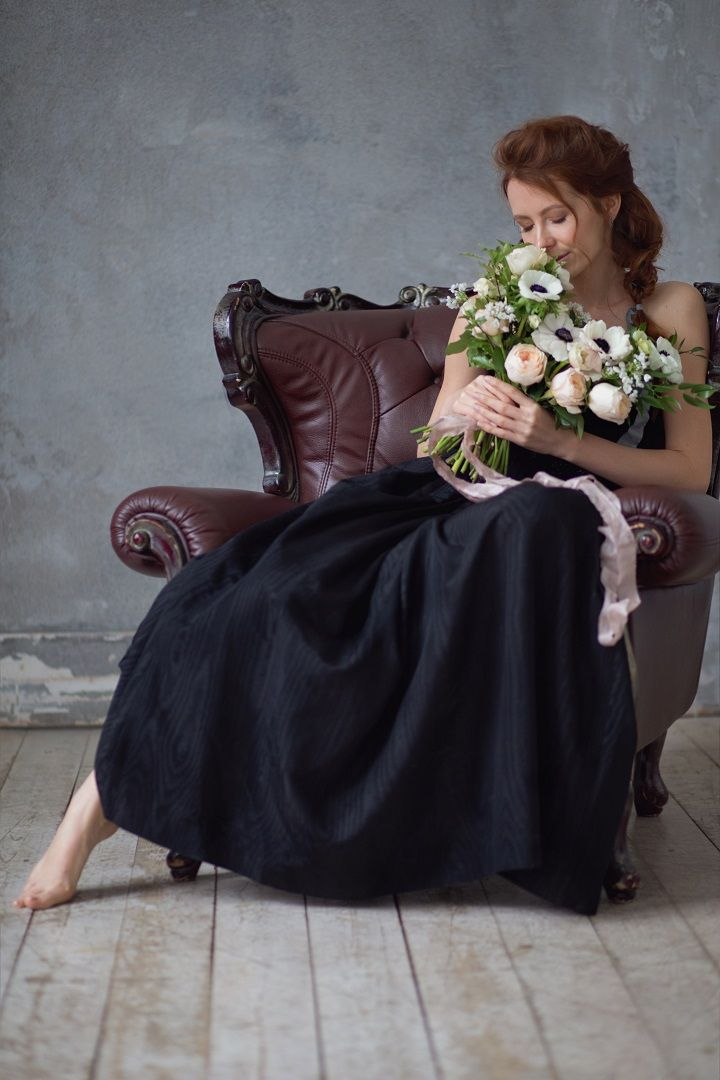 Black wedding gown + black and white anemone wedding bouquet   fabmood.com #wedding #weddingbouquet #anemone #winter #weddingblog