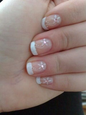 French mani with flowers