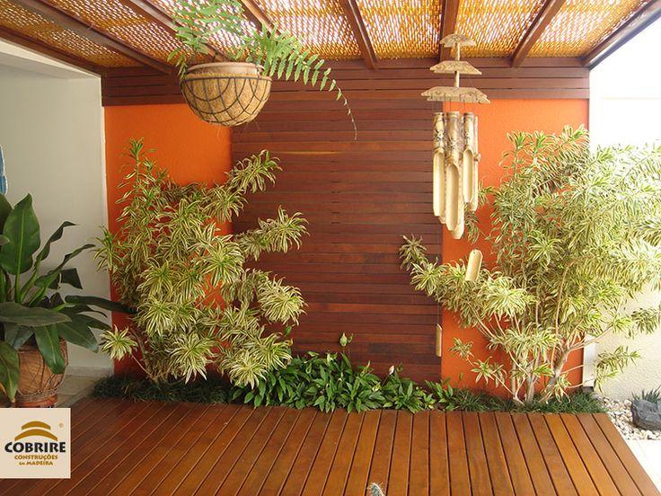 Esteiras e treliças de bambu para forro de pergolado.