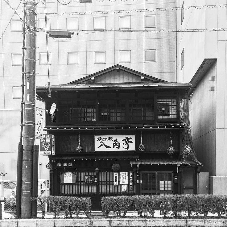 Привокзальный трактир в #Такаяма #Хида #Альпы #ЯпонскиеАльпы #вокзал #город #улицы #ресторан #трактир #еда #питание #японскаякухня #ретро #ретроград