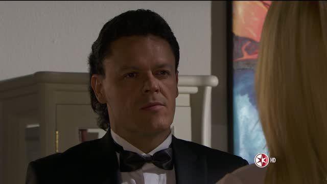 Sofáa se encuentra en su recámara con la nostalgia de no poder estar con Chava y tiene una ilusión en la que Salvador entra a su habitación y le pide que no se case con Patricio que es a Chava a quien ama.