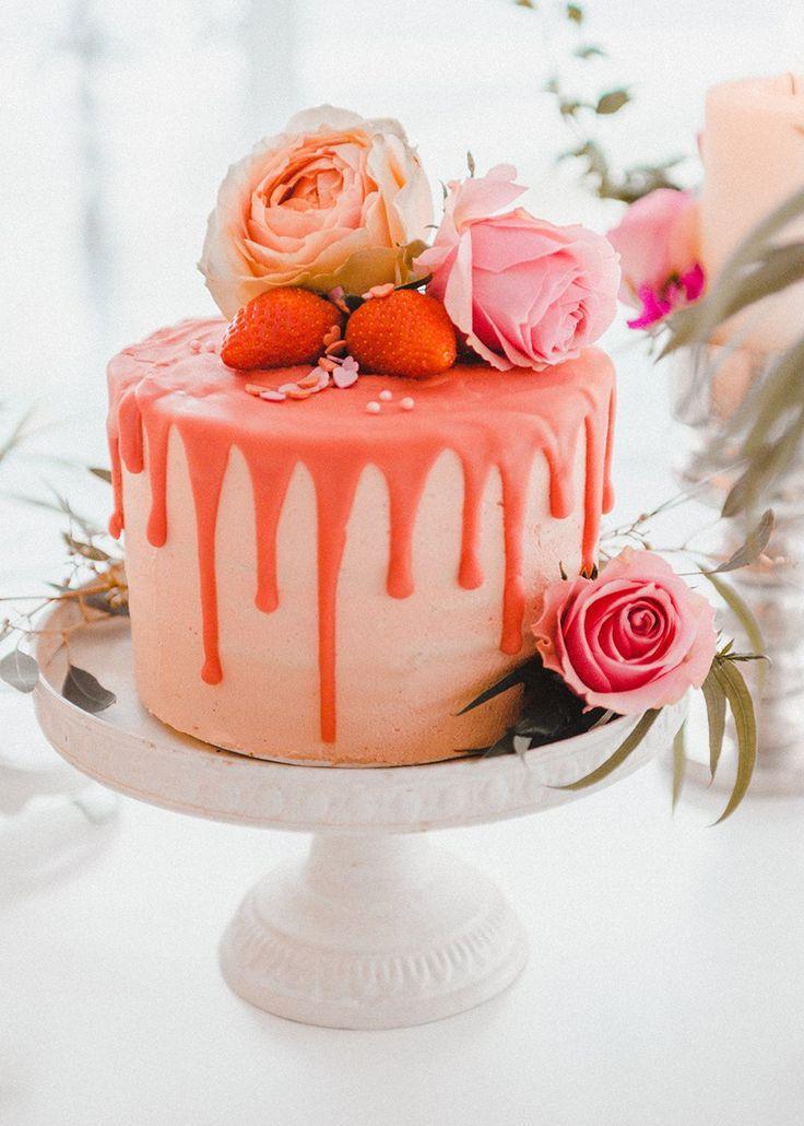 Hochzeitstorte in Rosa mit Erdbeeren  Torte: Zuckersüß & Rosarot  Fotos: Evelina Galinis