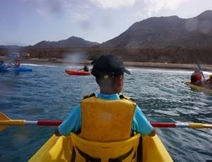 Navegando.  Viajacontuhijo, viajes monoparentales, familias monoparentales, singles con niños, viajar con niños, vacaciones monoparentales.